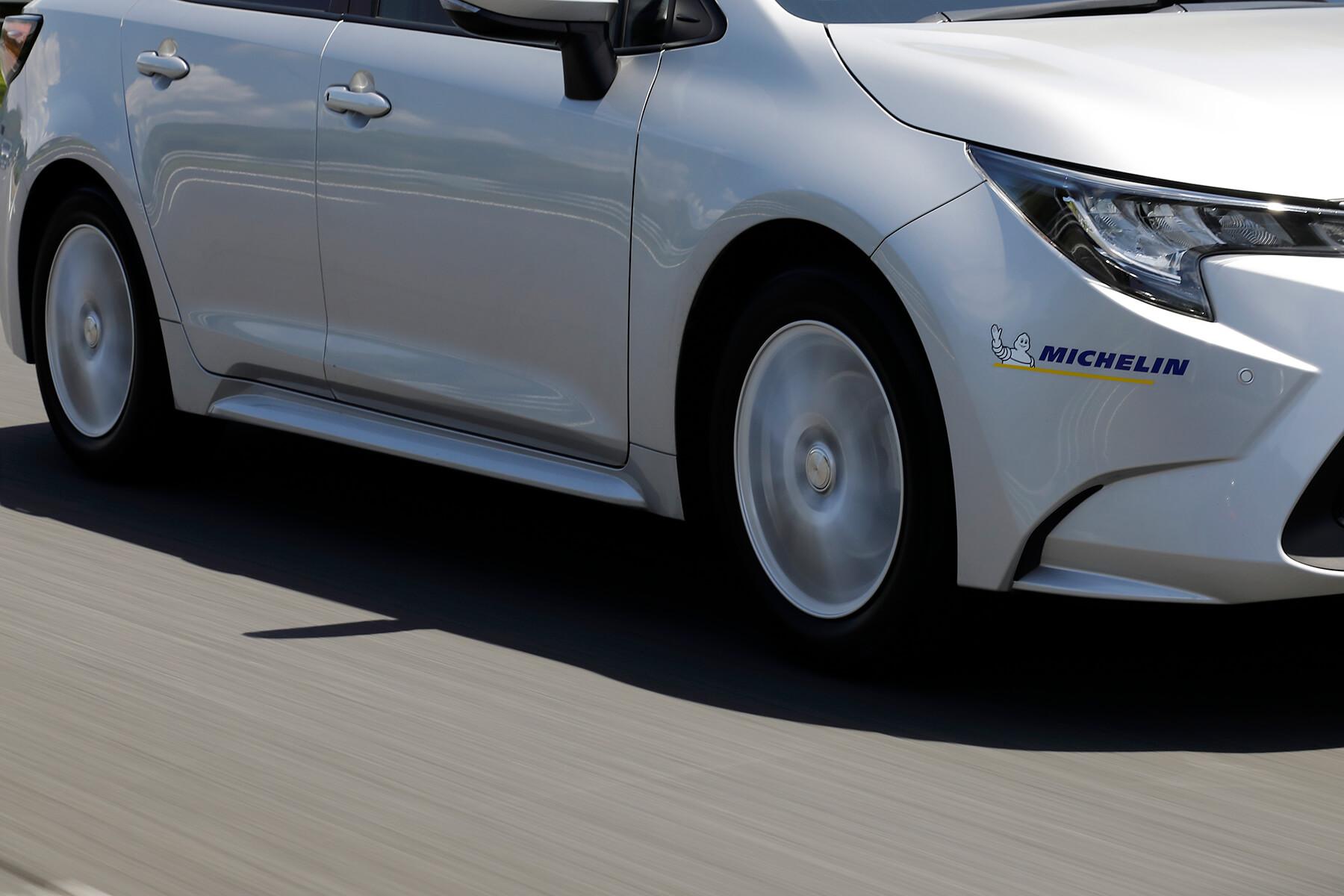 ドライ路面で約5%、ウエット路面で約6%ブレーキ性能が進化。万が一の際の安心感がさらに向上した