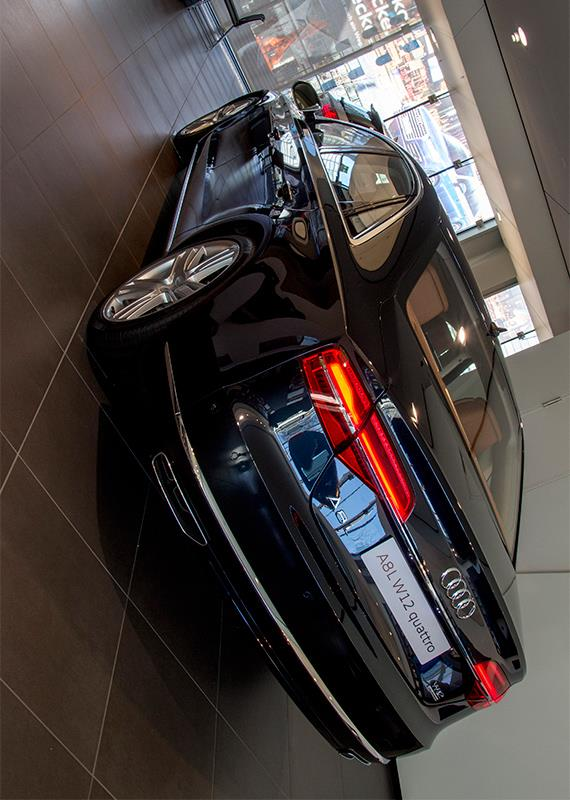 Audi A8L W12 quattro アウディ A8L クワトロ