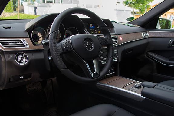 メルセデス・ベンツ ステーションワゴン Eクラス Mercedes-Benz E200 S212