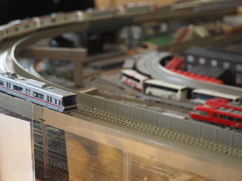 徹明町 鉄道カフェ はるか 名鉄 3150系(銀色・通勤車両)+2200系(白色・特急車両)& 7000系(赤色・パノラマカー)