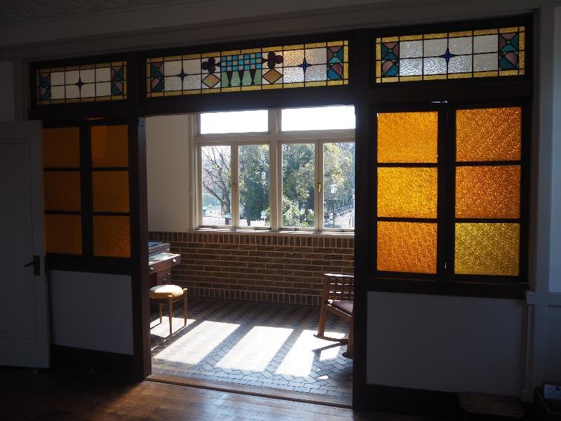文化のみち 撞木館 2階 展示室 ステンドグラス(トランプ柄)