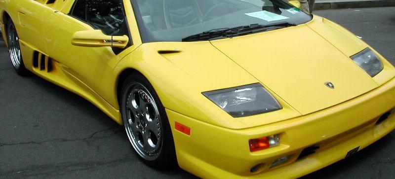 そう、後期のディアブロのヘッドライトはユニットごと日本の名車 Z32のものをそのまま使ってるんです。  そしてこれは、ソレ系の車が好きな人にならワリと知られている