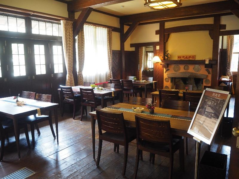 揚輝荘 南園(聴松閣)1階 食堂