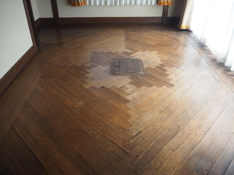 揚輝荘 南園(聴松閣)2階 サンルーム床