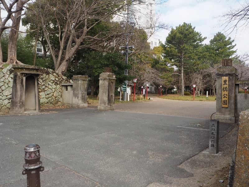 豊橋公園 正門(歩兵第18連隊営門)&哨舎