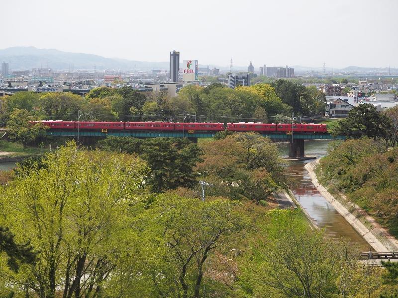 岡崎公園 岡崎城 天守最上階……から名鉄名古屋本線