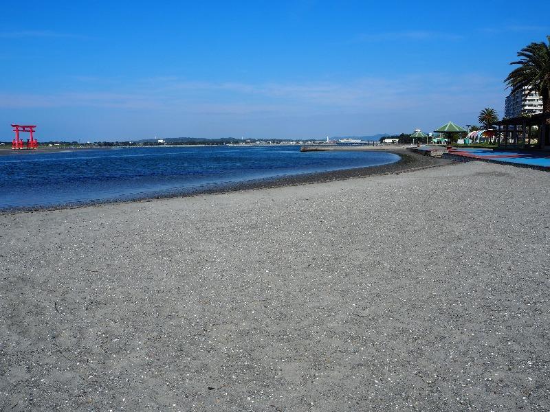 弁天島海浜公園 大鳥居、日商岩井浜名湖弁天島マンション