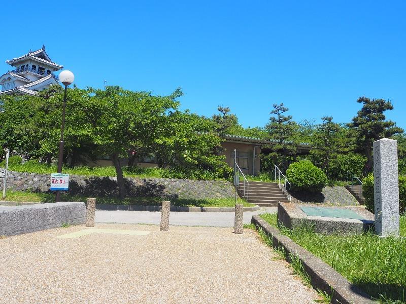 豊公園 長浜城石垣出土地……から長浜城歴史博物館