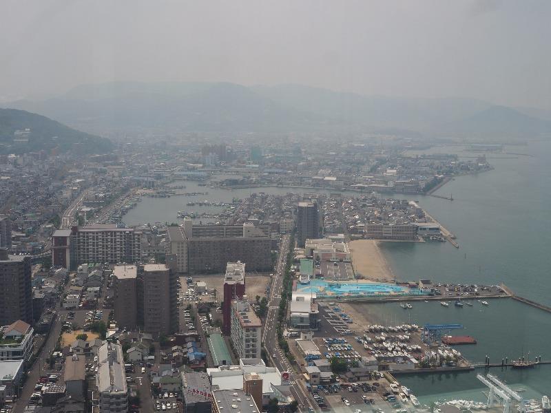 サンポート高松 高松シンボルタワー……から高松港