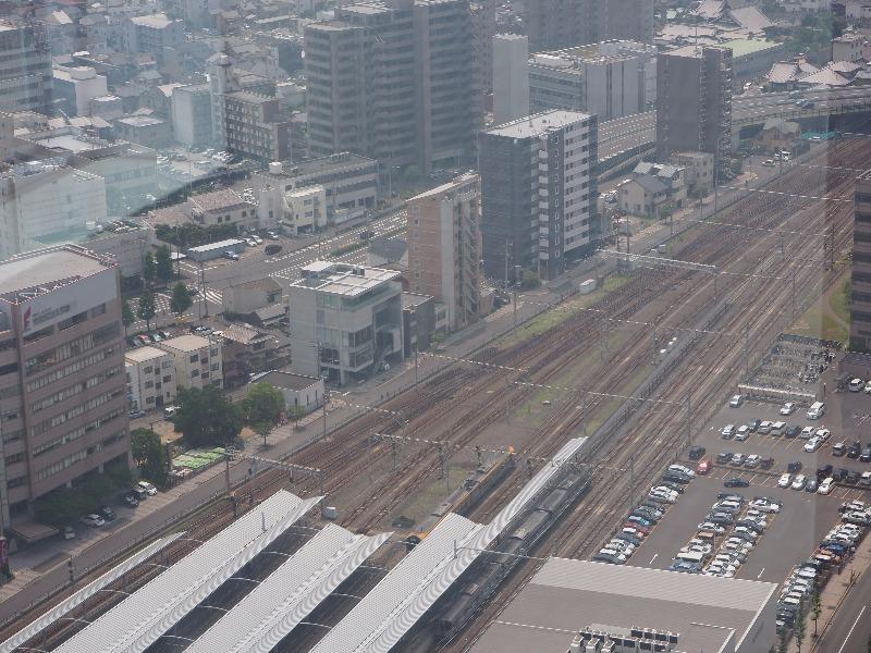 サンポート高松 高松シンボルタワー……から予讃線(いしづち11号)