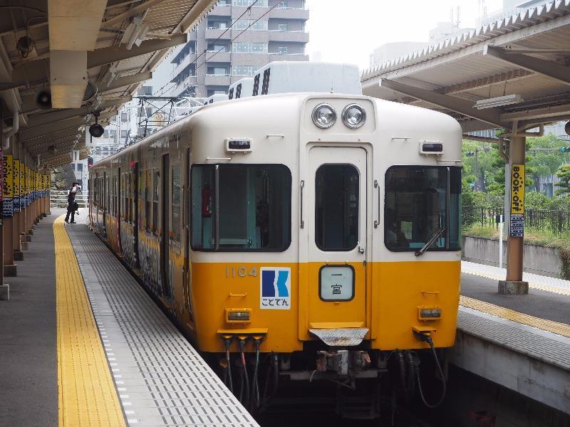 琴電 高松築港駅 1100形電車(一宮行)