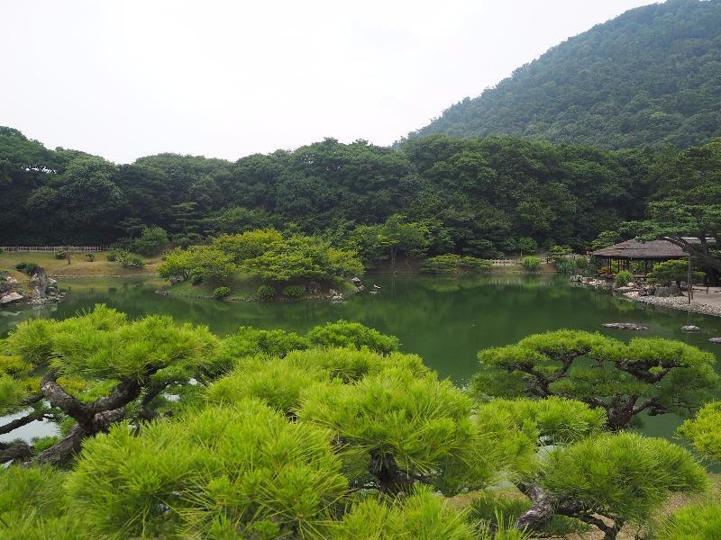 栗林公園 渚山……から根上がり五葉松、楓嶼、天女嶋