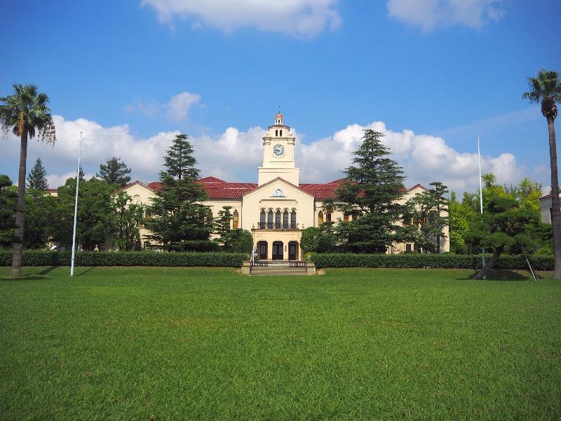 関西学院大学 西宮上ケ原キャンパス 時計台(大学博物館)中央芝生
