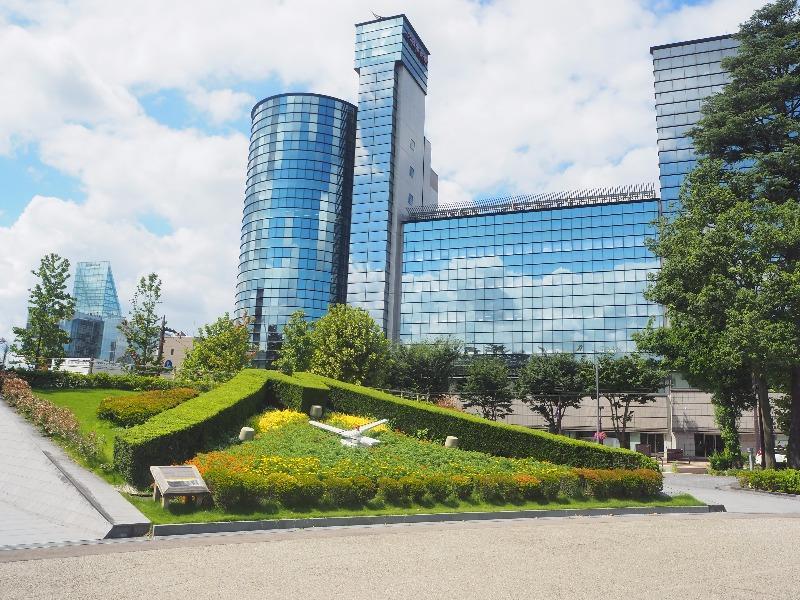 県庁前公園 花時計