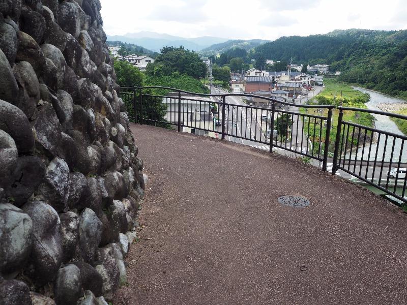 八尾 石垣の町並み 柳清水