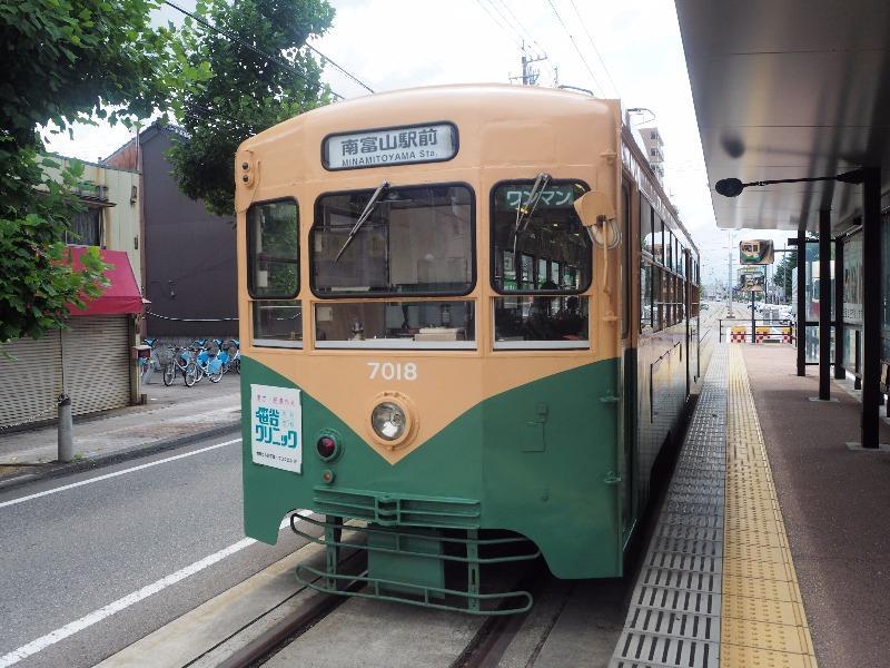 富山地方鉄道 大学前 7000形電車(7018)