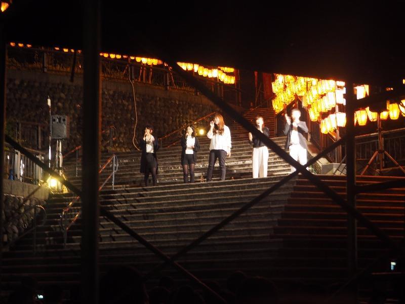 第7回 湯涌ぼんぼり祭り 湯涌稲荷神社 扇階段ステージ ゆのさぎJAPANの皆さん