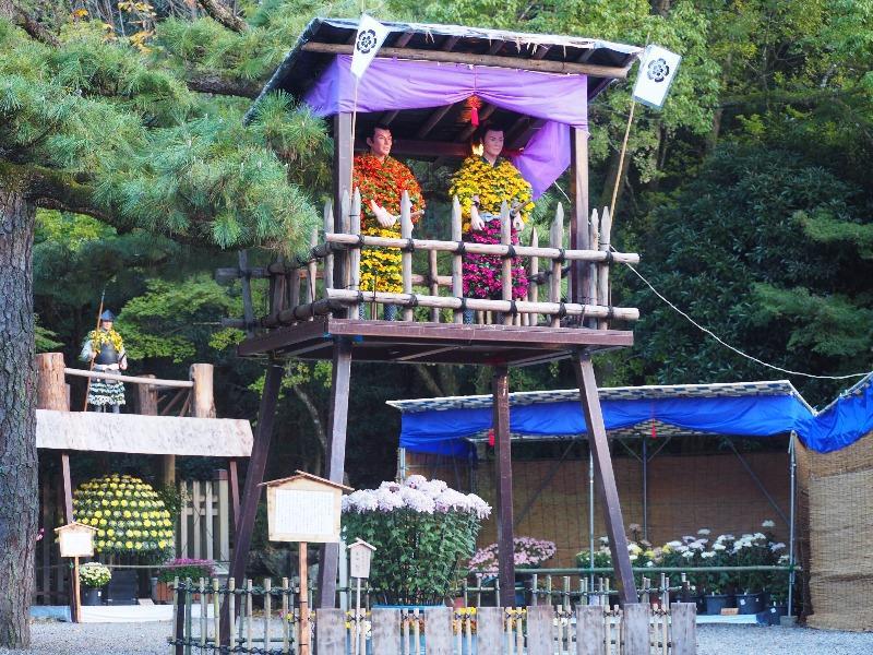 岐阜公園 菊人形 緊張続く物見櫓