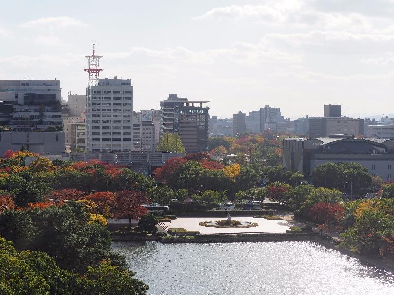 広島城 天守閣 最上階……から原爆ドーム