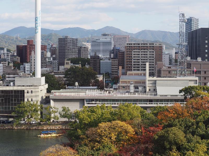 広島城 天守閣 最上階……から広島駅