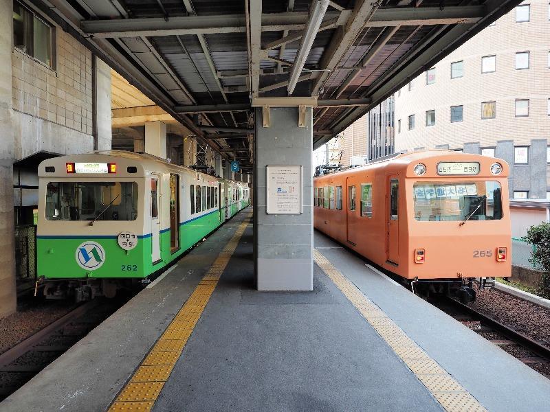 四日市あすなろう鉄道 あすなろう四日市駅 260系(左の緑色、右の橙色)