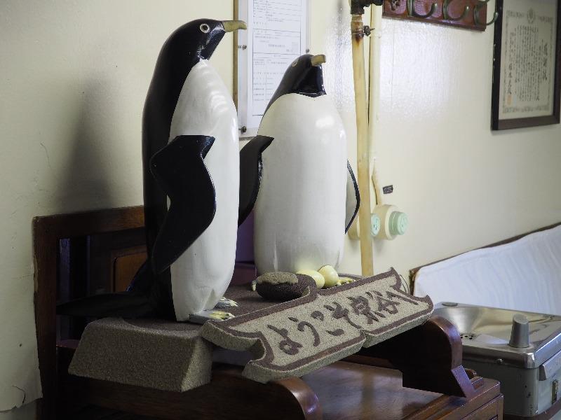"""南極観測船""""宗谷""""士官食堂 アデリーペンギン「ようこそ宗谷へ」"""
