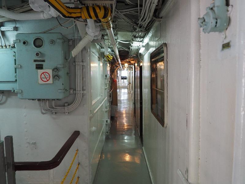 """南極観測船""""宗谷""""通路"""
