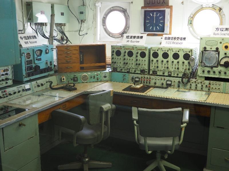 """南極観測船""""宗谷""""通信室"""