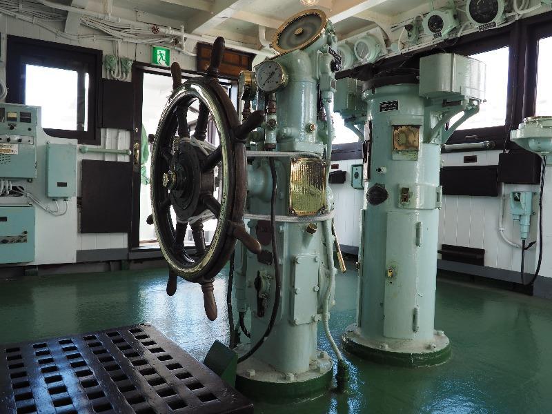 """南極観測船""""宗谷""""操舵室 舵輪"""