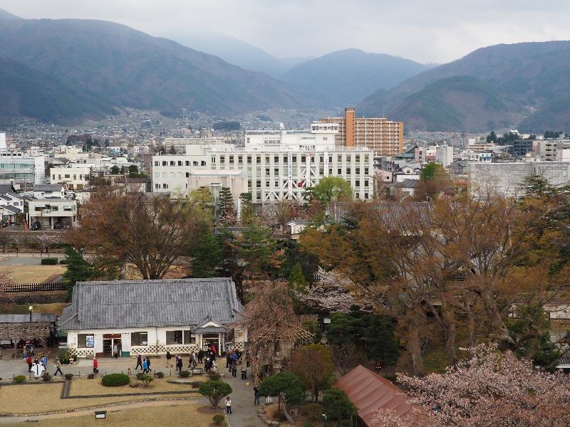 国宝 松本城 最上階(天守六階)東(茶臼山方面)