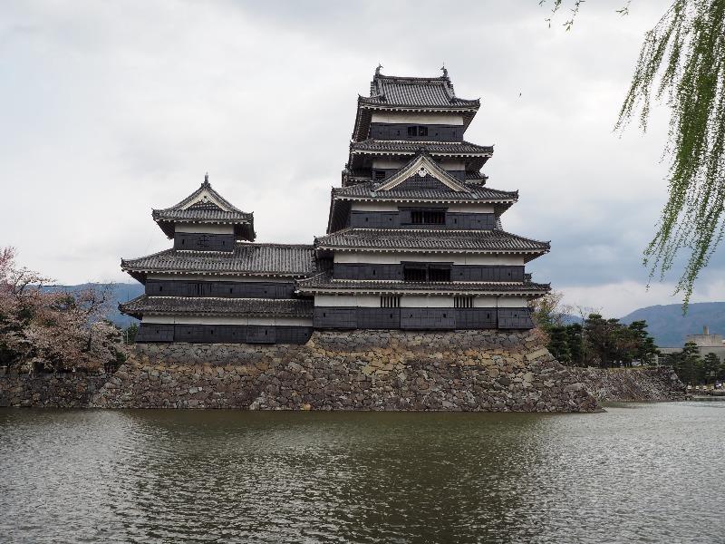 国宝 松本城 松本城公園から天守閣(4)