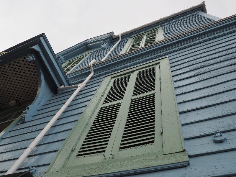 旧司祭館 窓と鎧戸