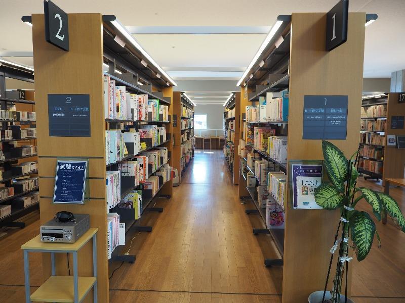 飛騨市図書館 館内(1)