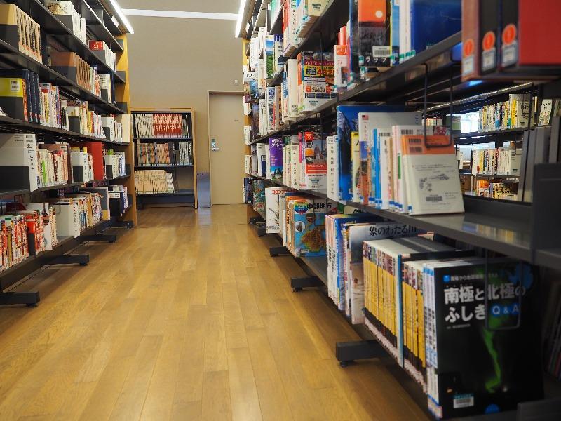 飛騨市図書館 館内(2)