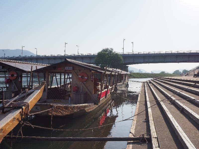 長良橋 鵜飼観覧線乗り場 飛翔丸(左)、信長丸(右)