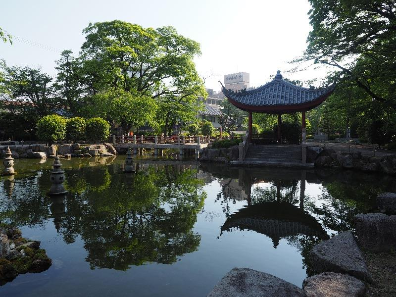 日中友好庭園 西湖を模して作られた池(3)