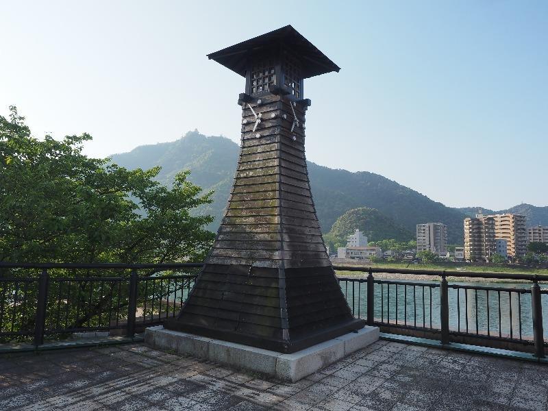 長良広場 川灯台