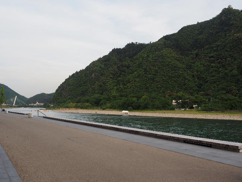 長良川プロムナード 紙兎ロペ×岐阜市 巡礼スポット