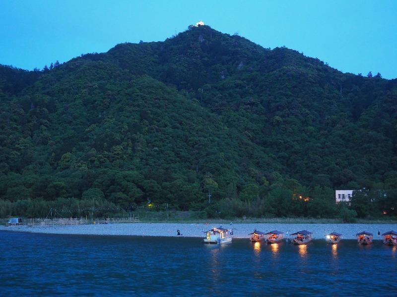 長良川プロムナード 岐阜城ライトアップ