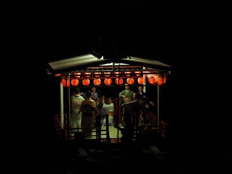 長良川鵜飼 踊り船 芸妓さん(1)