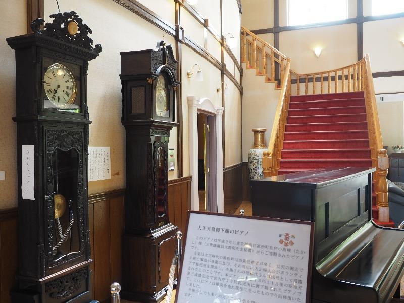 日本大正村 大正ロマン館 館内(2)日欧のホール時計