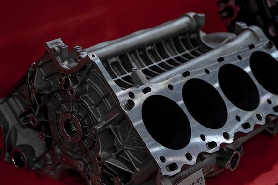 Porsche 918 Engine Block ポルシェ918のV8エンジンブロック