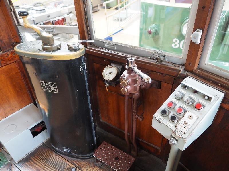 レトロでんしゃ館 名古屋市交通局 市電1400型(1421号車)運転台