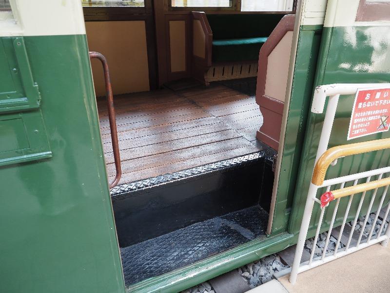 レトロでんしゃ館 名古屋市交通局 市電3000型(3003号車)乗降扉(ワンステップ)