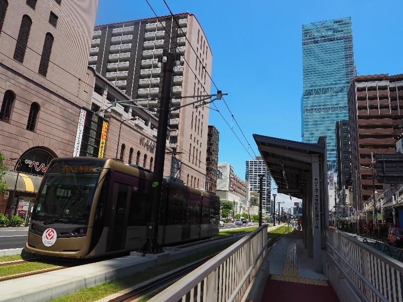阪堺電軌 阿倍野駅 LRT(堺トラム)1002号「紫おん」(1)