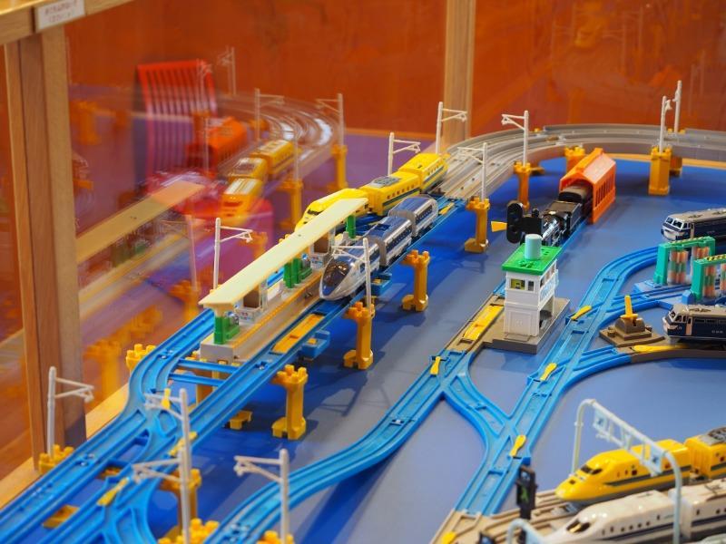 おかでんミュージアム プラレール展示 500系新幹線、ドクターイエロー