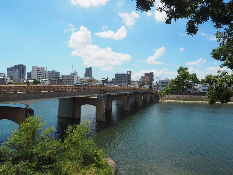 旭川、鶴見橋