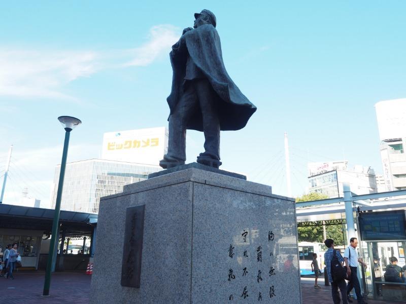 岡山駅 東口 六高マン青春感謝像