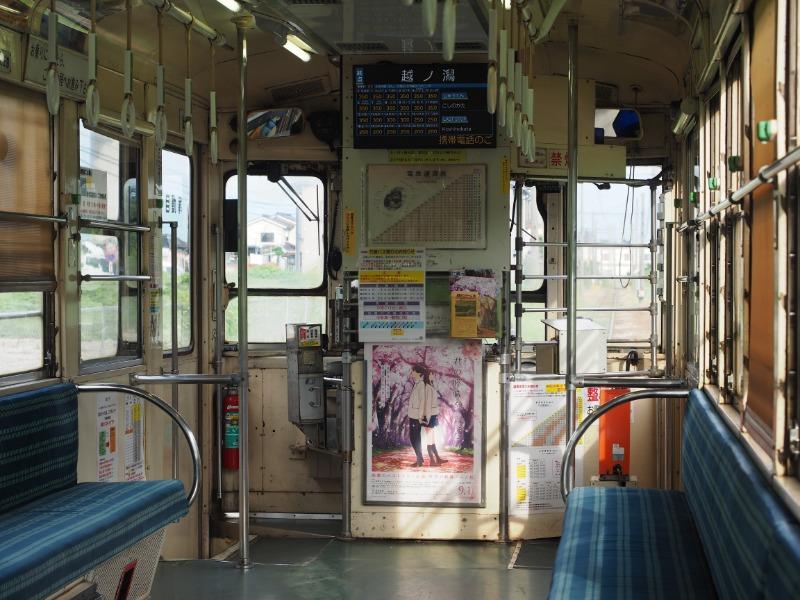 万葉線(新湊港線)7073号 車内(前方・君の膵臓をたべたい)