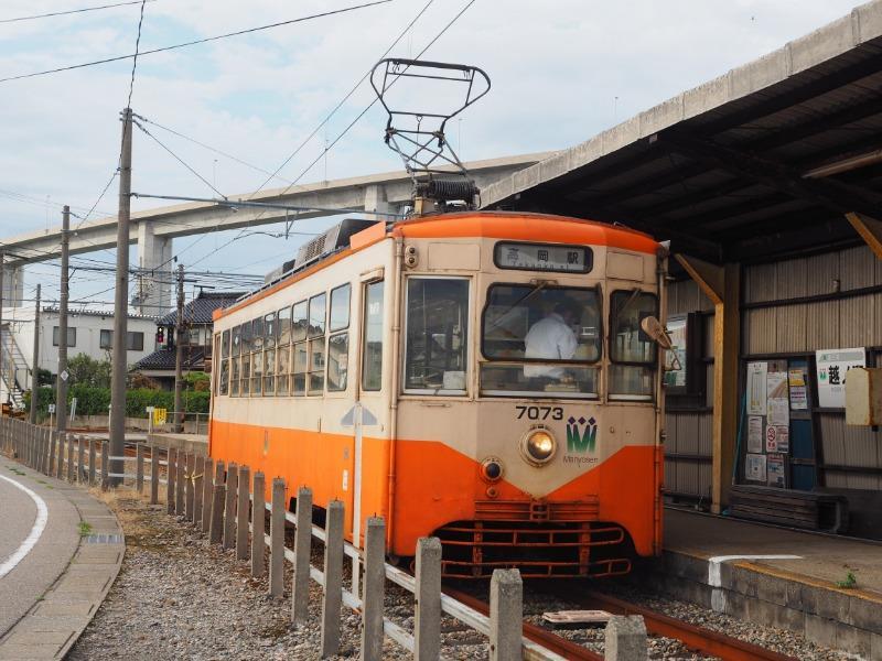 越ノ潟電停 万葉線(新湊港線)7073号